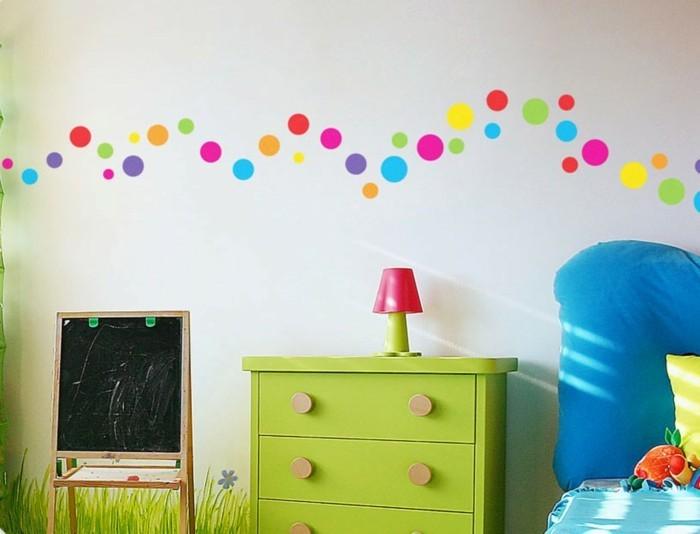 kinderzimmer deko ideen farbige punkte grüne kommode