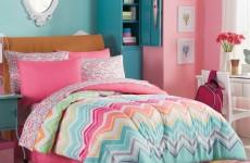 kinderzimmer-deko-ideen-rosa-wände-farbige-bettwäsche-mädchenzimmer