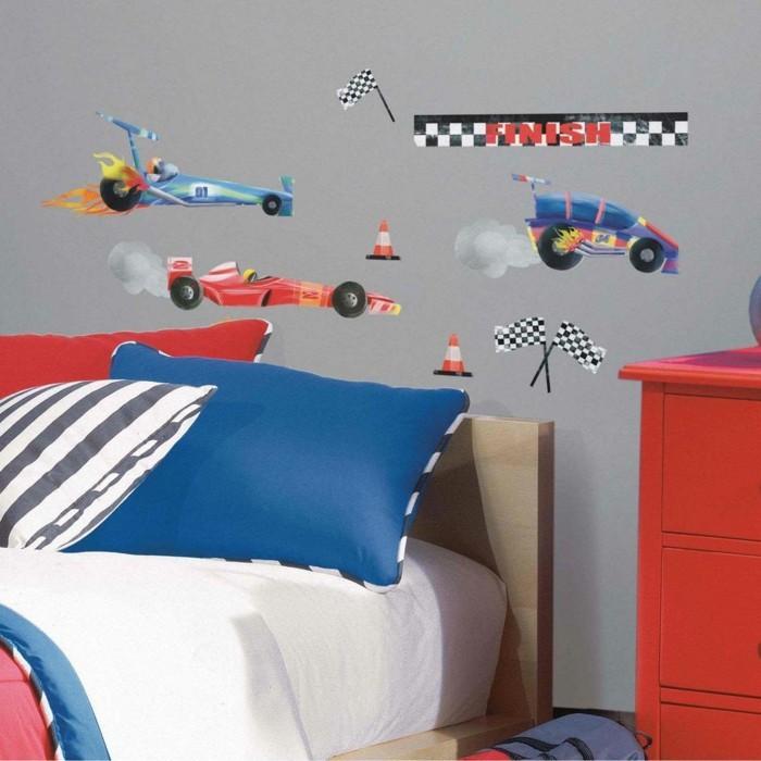 kinderzimmer deko ideen wandsticker jungenzimmer hellgraue wand farbige möbel