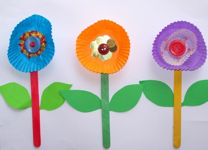 kreativ basteln eisstiele knöpfe papier farbig