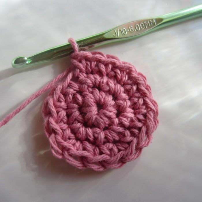 kreatives basteln lesezeichen häkelideen blume rosa