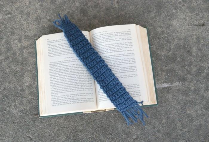 kreatives basteln lesezeichen häkeln blau