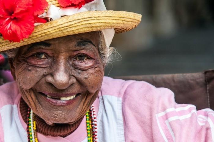 kuba reisen individuell strassen in kuba kubanerin