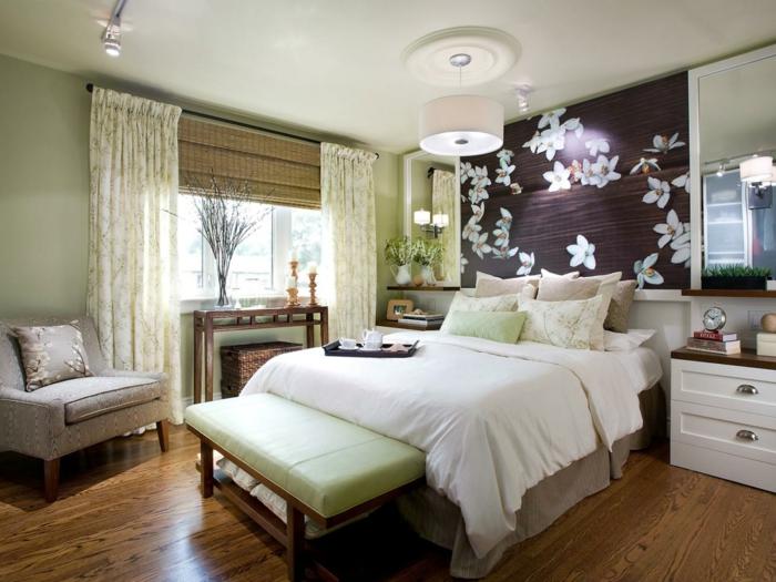 lampe schlafzimmer deckenbeleuchtung hellgrüne wände bodenbelag ideen holzoptik