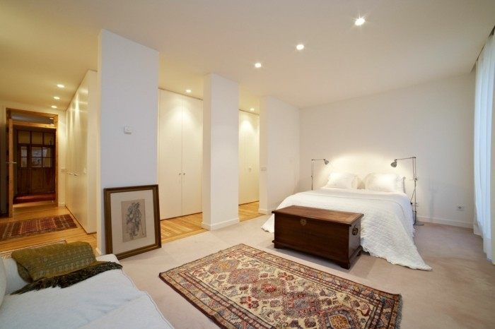 lampe schlafzimmer einbauleuchten teppich weiße wände