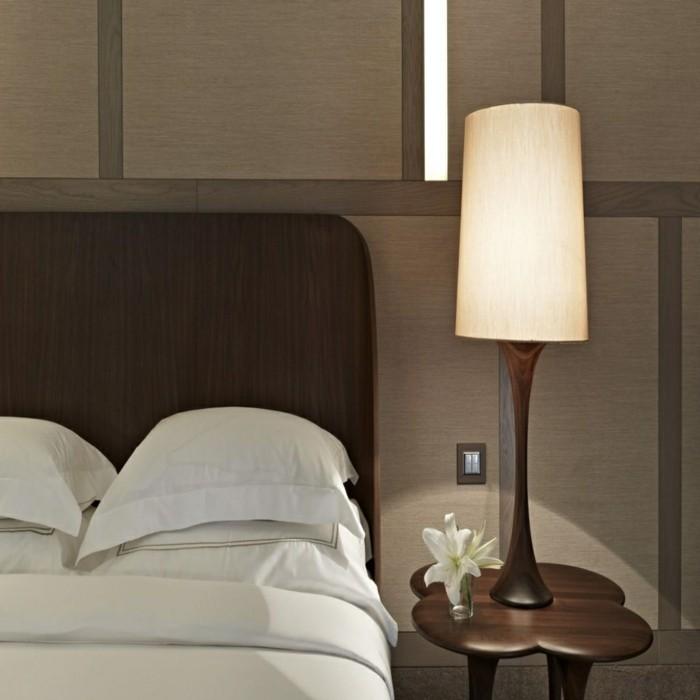 lampe schlafzimmer elegante tischlampe schöner beistelltisch
