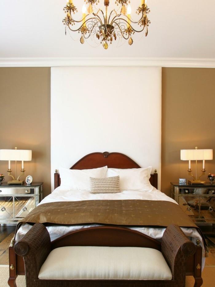 lampe schlafzimmer leuchter schönes bettkopfteil beige wand