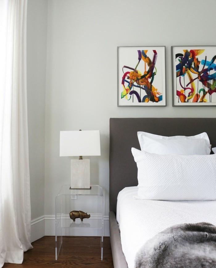 lampe schlafzimmer tischlampe graue wand weiße bettwäsche luftige gardinen