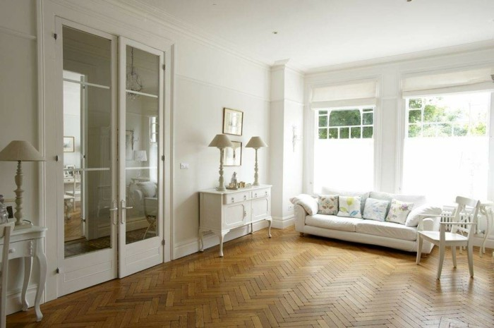 lampen wohnzimmer holzboden weiße wände tischlampen