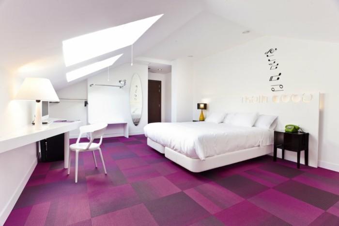 lila teppich wohnideen schlafzimmer weiße wände