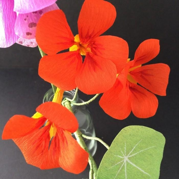 papierblumen basteln kapuzinerkresse orange blüten papierkunst