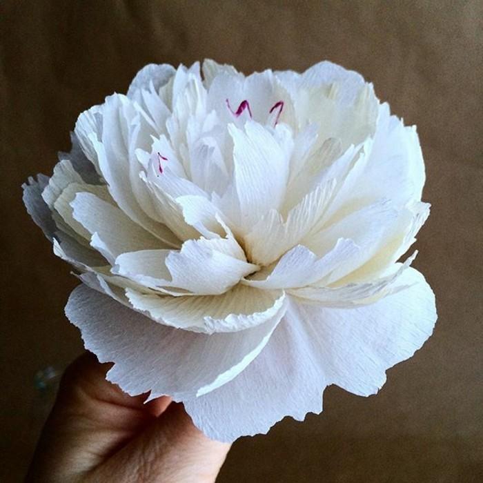 papierblumen basteln weiße pfingstrose papierkunst