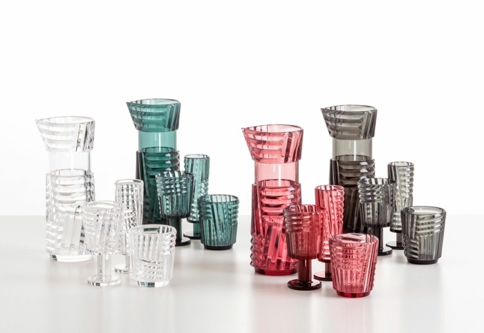 partygeschirr bunter kunststoff gläser becher kannen kartell