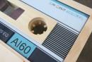 retro-couchtisch-holz-kassette-design-tonband-wohnzimmer-ideen