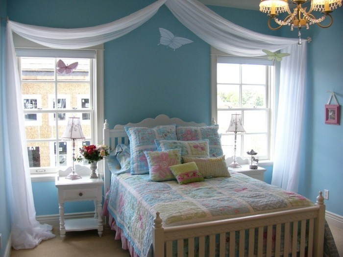 schlafzimmer deko ideen hellblaue wände mädchenzimmer gestalten schmetterlinge