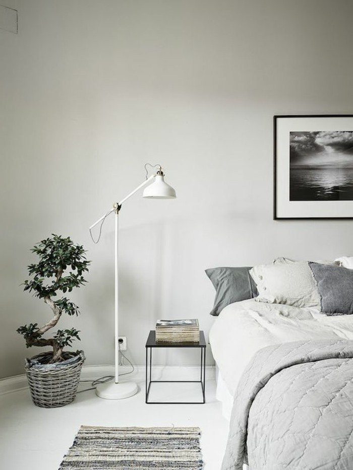 schlafzimmer lampe stehlampe teppichläufer weiße wandfarbe