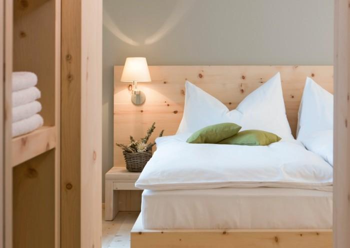 schlafzimmer lampe wandlampe holzmöbel wohnideen schlafzimmer