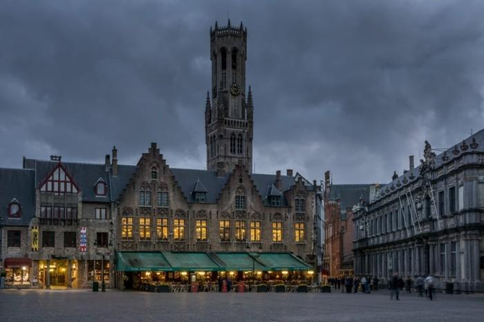 sehenswürdigkeiten brügge belgien daemmerung stadt mitte belgische waffeln marktplatz düster