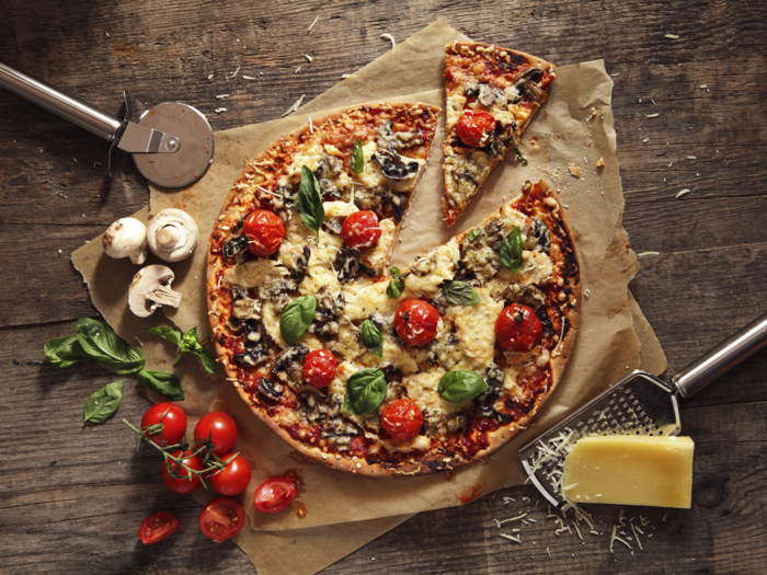 tomaten gesund pizza basilikum pilze käse