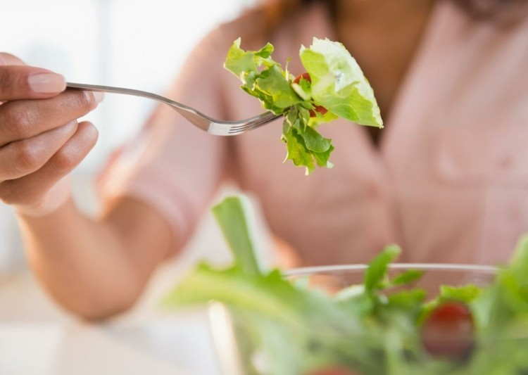 vegetarisches Essen frischer Salat gesunde Ernährung