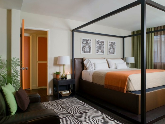 wände dekorieren zebra teppich orange akzente