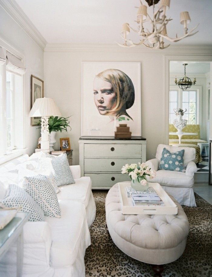 wandbilder wohnzimmer teppich leopardenmuster weißes sofa