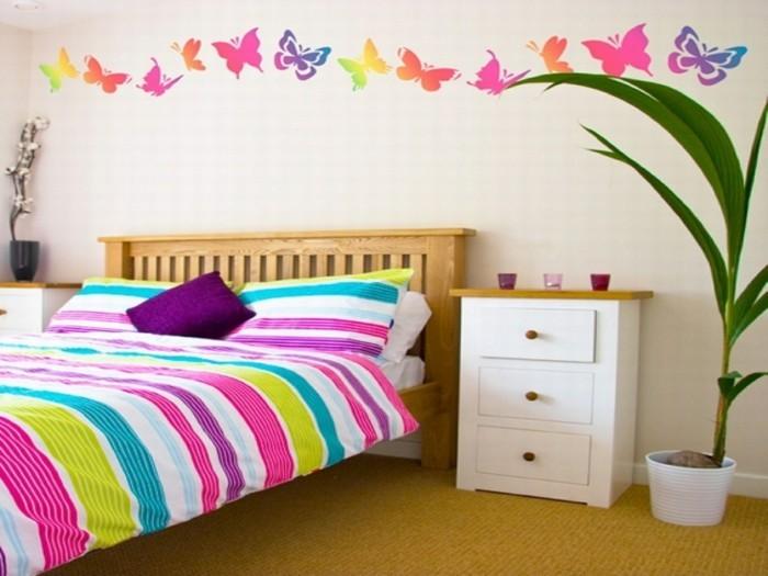wanddeko ideen mädchenzimmer farbige bettwäsche streifen schmetterlinge