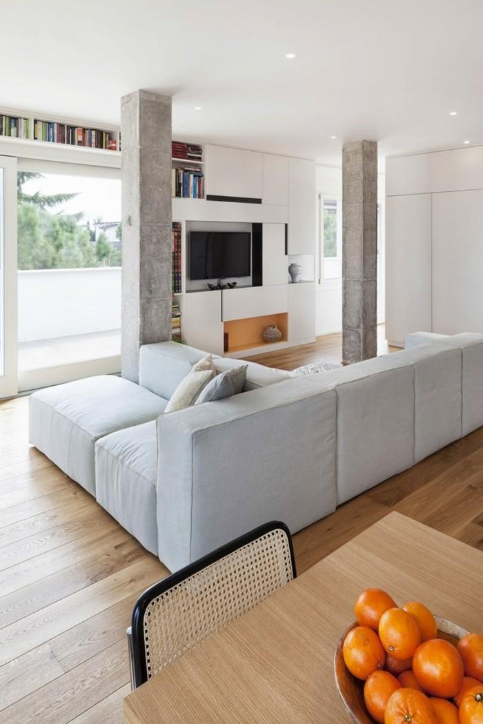 wanddesign wohnzimmer offener wohnplan betonsäulen holzboden
