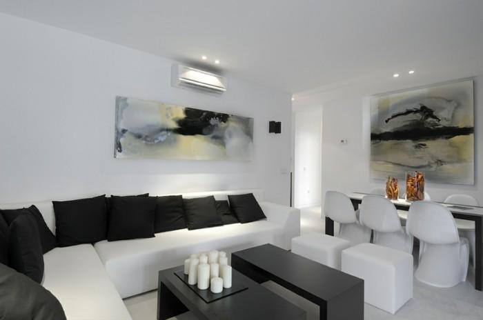 wanddesign wohnzimmer wandgestaltung weiße möbel schwarze dekokissen kerzen