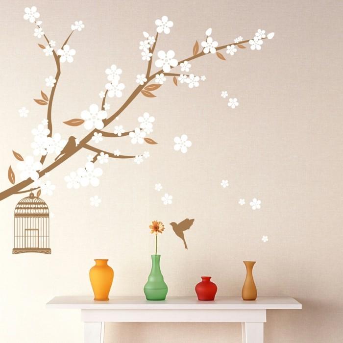 wandmalerei blüten creme wandfarbe farbige dekovasen