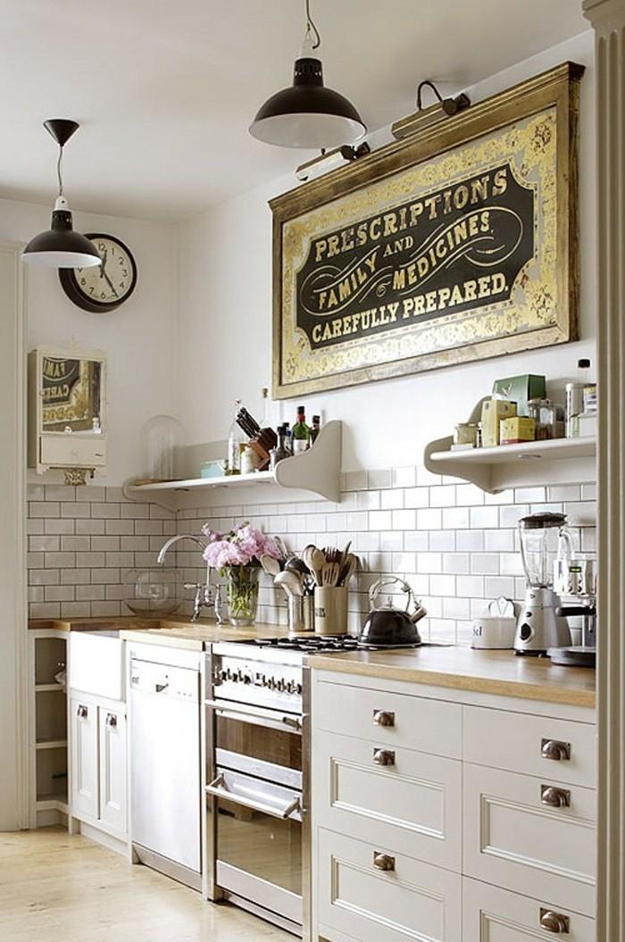 wanduhr vintage wanduhr metro fliesen helle küchenschränke