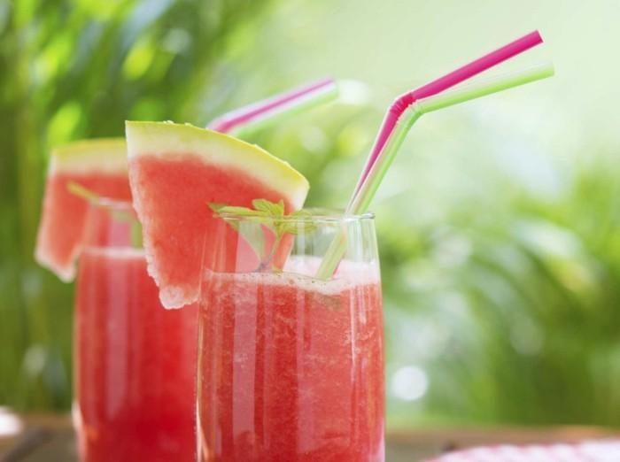 Sommer Rezepte wassermelone gurke salat lebe gesund titel saft