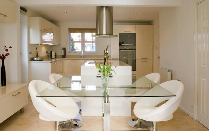 wohnideen küche creme bodenfliesen kleinen essbereich gestalten weiße stühle elegant