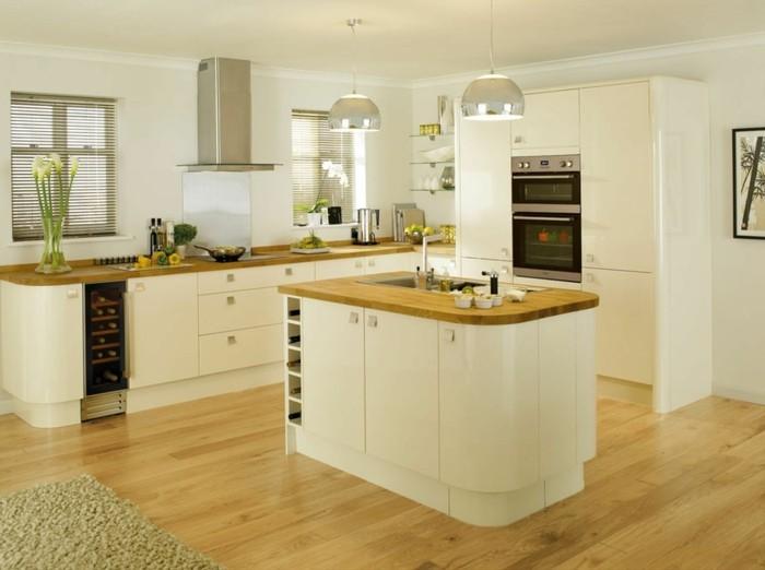 wohnideen küche creme farbgestaltung freistehende kücheninsel pflanzen