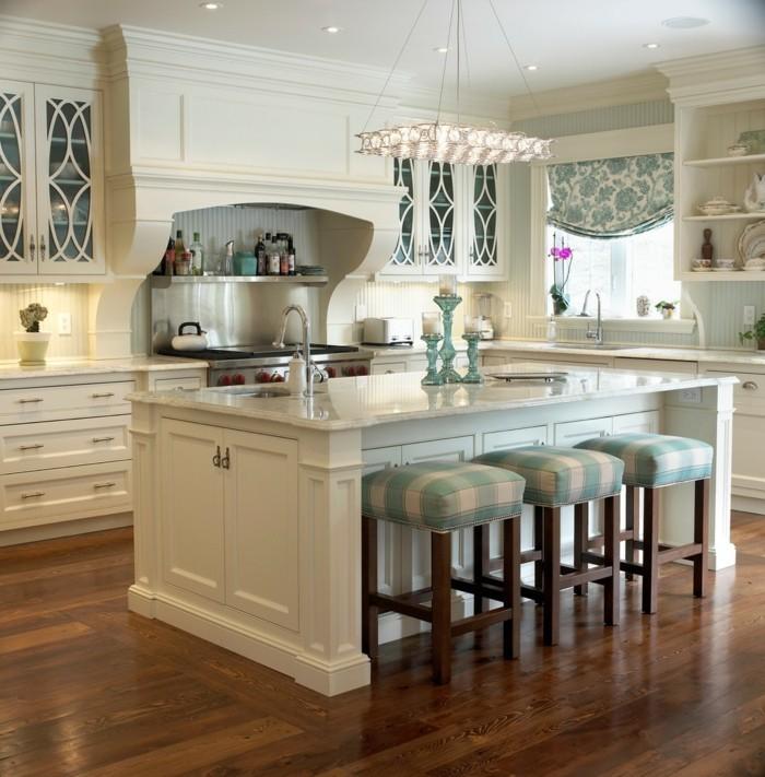 wohnideen küche creme farbgestaltung hocker traditionelle küche