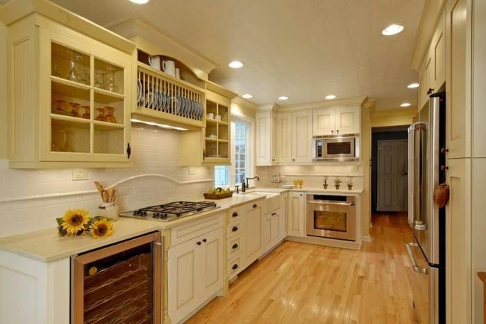 wohnideen küche creme farbgestaltung wandfliesen