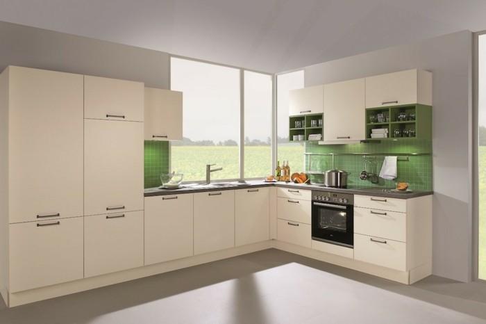 wohnideen küche creme küchenschränke grüne küchenrückwand hellgraue wandfarbe