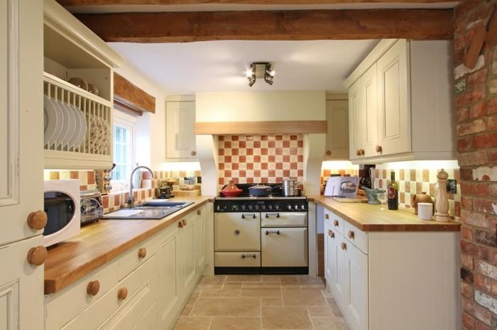 wohnideen küche creme küchenschränke schöne küchenrückwand ziegel
