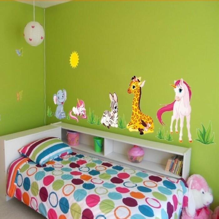 wohnideen kinderzimmer farbige bettwäsche grüne wandfarbe wandsticker