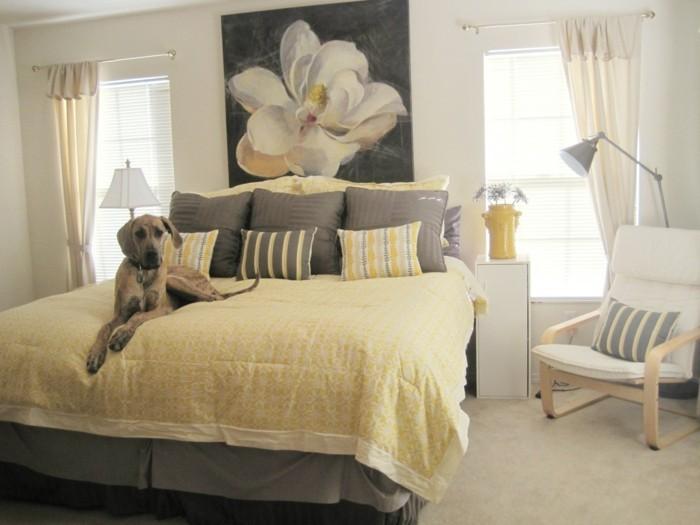 wohnideen schlafzimmer dekoideen gelbe bettwäsche teppichboden dekokisen
