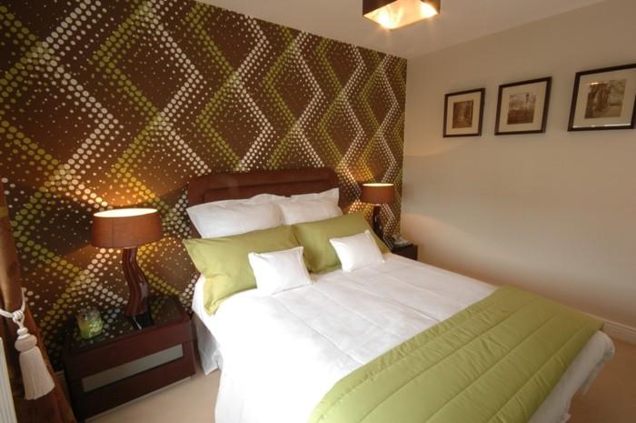 wohnideen schlafzimmer grüne akzente schöne wanddeko tischlampen