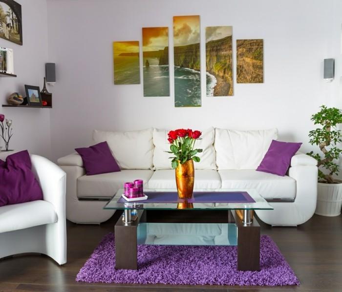 wohnideen wohnzimmer frische wanddeko und lila akzente