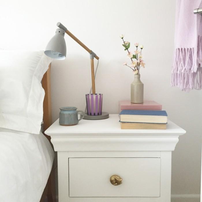 wohnung dekorieren dekoideen schlafzimmer bücher nachttisch