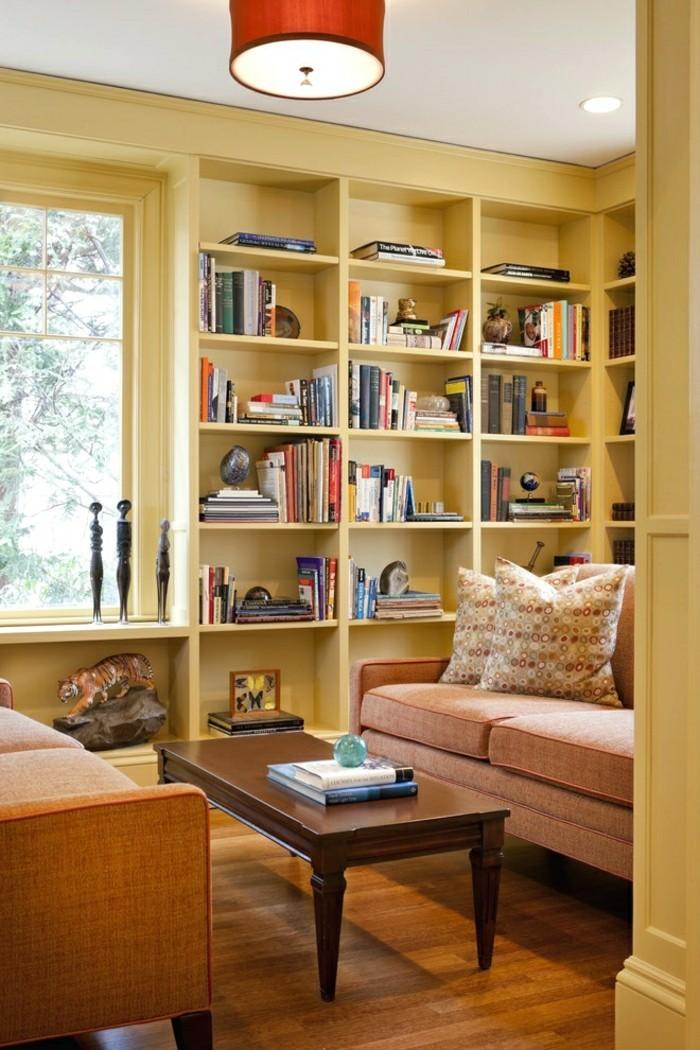 wohnungseinrichtung heimbibliothek bücherregal gelb sofa kissen