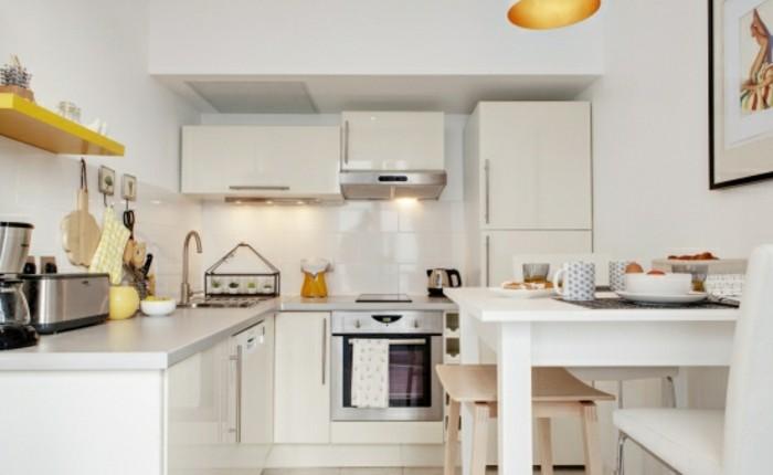 wohnungseinrichtung kücheneinrichtung gelbe regale weiße küchenmöbel