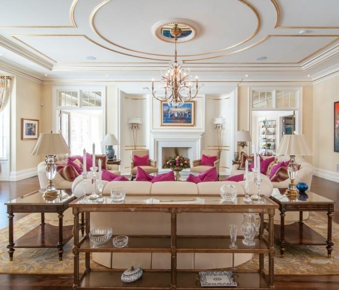 lampen wohnzimmer schöne zimmerdecke leuchter lila dekokissen