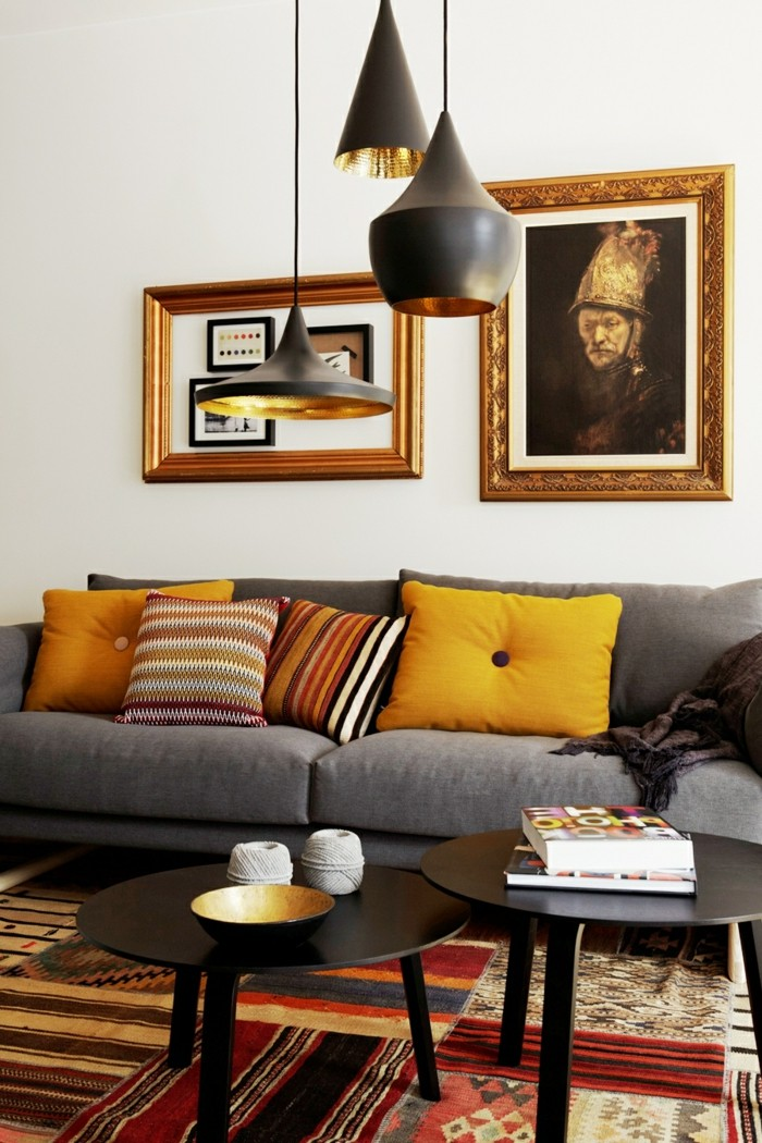 wohnzimmer lampen hängelampen orange dekokissen farbige teppiche