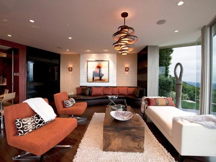 wohnzimmer lampen rustikaler tisch orange sessel weißer teppich