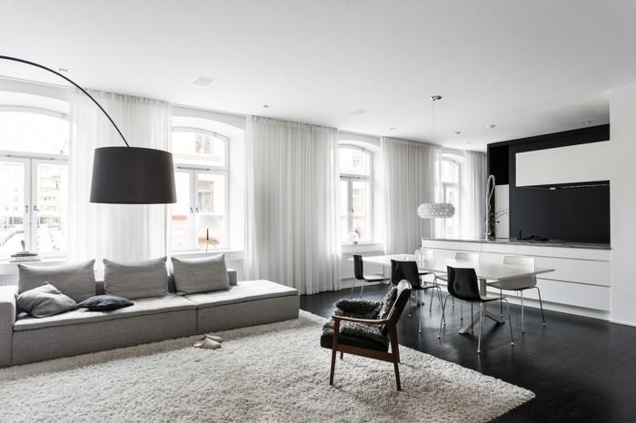 wohnzimmer lampen stehlampe weißer teppich helles sofa