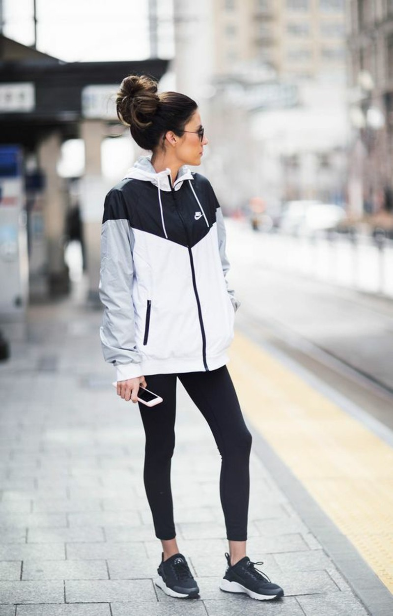 Damenmode Sportsbeklidung Fitness Studio sportliches Outfit